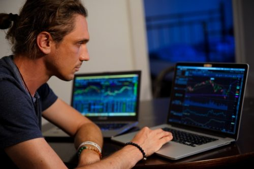 インターネットビジネスで終身安定型の副収入を得る方法とは?